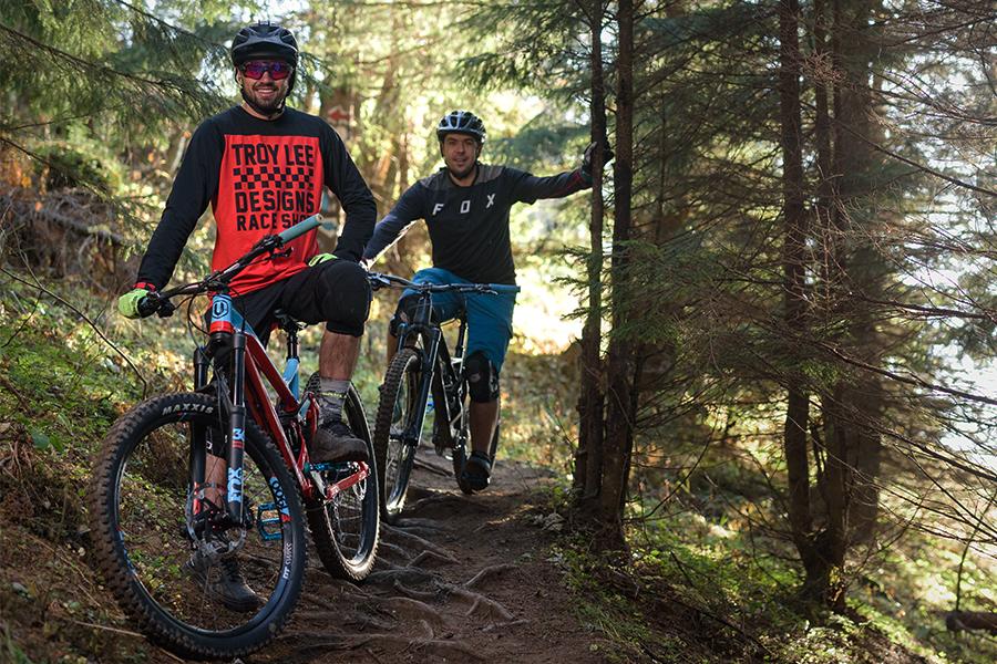 Alege sa te dai cu echipa Bikexplore pe potecile de mountain bike din jurul Brasovului