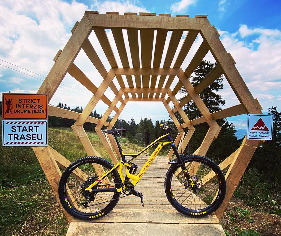 Impreuna cu echipa Bikexplore poti explora trasee mountain bike din imprejurimile Brasovului. Alege traseul care ti se potriveste.